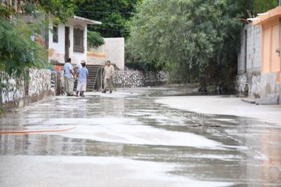 Cabe recordar que fue durante el miércoles en la noche y jueves en la madrugada que se registraron fuertes lluvias que dejaron afectaciones en la zona surponiente de Torreón, especialmente al estar bloqueado el canal de desagüe pluvial de la zona con vehículos y escombros.