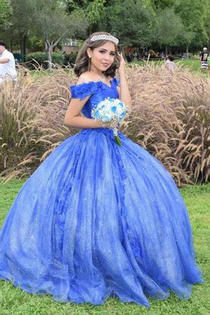 08082021 Hanna Consuelo celebró sus XV años acompañada de sus padres, hermana, familiares y amigos en Gómez Palacio Dgo.