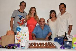 09082021 Festejando el cumpleaños de su papá, Earl Amozurrutia Olvera; sus hijos, Paco, Vicky, Claudia y Edyy Amozurrutia Carson.