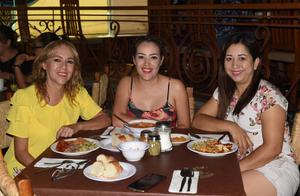 12082021 Lupita Reyes, Marcela López y Diana Arellano.