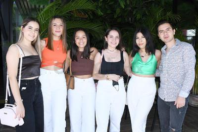 Bety, Fernanda, Ingrid, Jocelyn, Daniela y Patricio.
