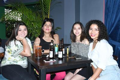 Karola Morales, Ximena Hernández, Marisol Domínguez y Paola Aguijo.