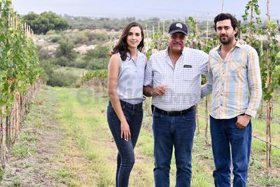 Sofía Aguirre Lobo, Gerardo Aguirre Flores y Gerardo Aguirre Lobo.