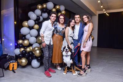 Chato Rodríguez junto a su familia.