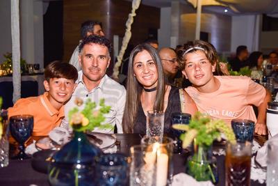 Walter Jiménez, Cecilia Sánchez con sus hijos Tahiel y Bautista Jiménez Sánchez.