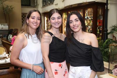 Karen Buttler, Fernanda Herrera y Andrea Acosta.