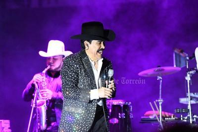 El concierto se anunció en 2020, sin embargo, debido a la crisis sanitaria se aplazó y hasta este fin de semana pudo hacerse en el Coliseo Centenario. Esta vez se llevaron a cabo dos presentaciones para tomar en cuenta la distancia social.
