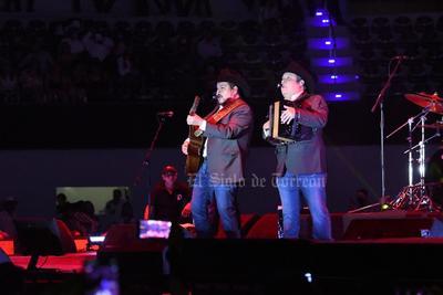 Beto Zapata, Pepe Elizondo, Luis Mario Garza, Julio Támez y Toño Pequeño conquistaron al respetable desde que inició su actuación hasta que acabó.