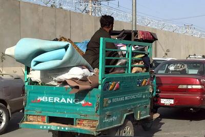 Talibanes entran a capital de Afganistán 'para evitar saqueos' ante huida de fuerzas de seguridad