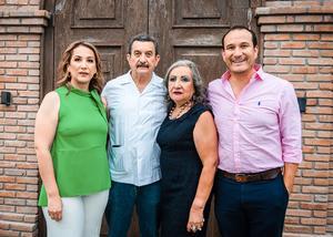 15082021 Cumpleaños 70 años del sr. Claudio Córdova López acompañado de su esposa, Rosalinda Aparicio de Córdova, y sus hijos, Karla y Nabuco Córdova Aparacio.
