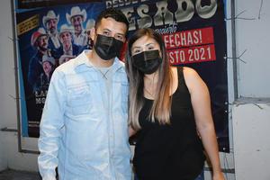 15082021 Laguneros asisten a concierto de grupo Pesado.