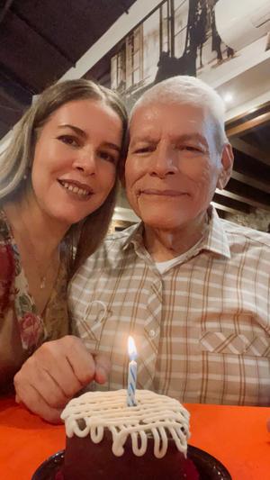 15082021 Ángel García Castillo festejando su cumpleaños junto a su hija Mary Carmen.