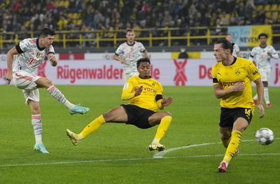 Robert Lewandowski consigue al Bayern la Supercopa de Alemania ante el Dortmund