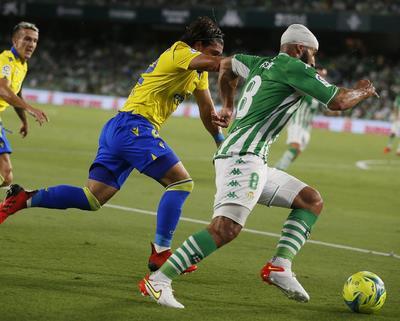 Betis y Cádiz empatan en un duelo competido y con ritmo de LaLiga