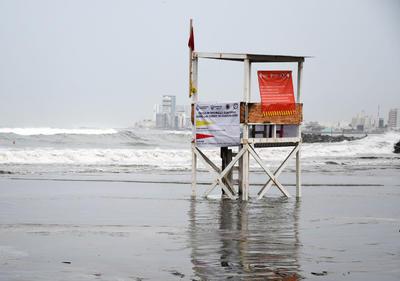 Huracán 'Grace' se fortalece; Veracruz prevé impacto y emite alerta roja