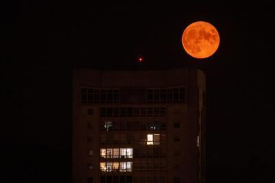 Luna Azul sobre Orense