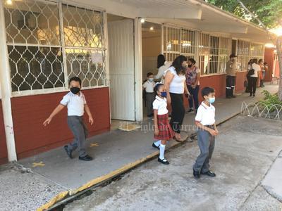 El resto de los centros escolares abrirán hasta el próximo lunes 30 de agosto ya que se encuentran en periodo de capacitación sobre los protocolos de seguridad e higiene para evitar contagios y la propagación del COVID-19.