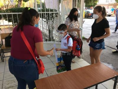 El acto protocolario del nuevo ciclo escolar se hizo esta mañana en la escuela primaria Gral. Lucio Blanco que se localiza en la colonia Jardines de California de Torreón.