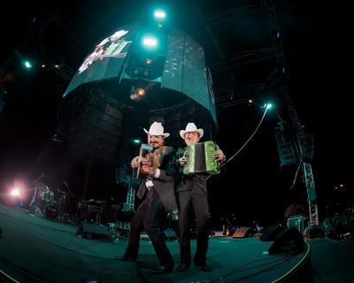 Los Dos Carnales conquistan en su primera visita a Colombia