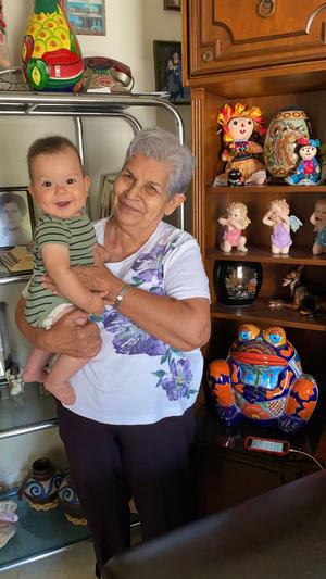23082021 Guillermina Rodríguez con su bisnieto Nikolat.