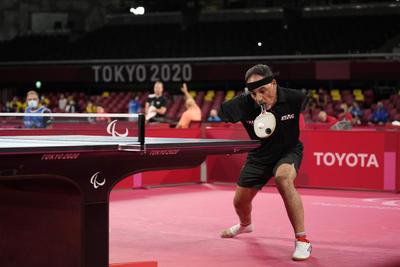 Hamadtou (Dumyat, Egipto; 1973) afronta en Tokio su segunda participación en unos Juegos Paralímpicos tras su concurso en Río de Janeiro. Allí, en la ciudad carioca, sorprendió al mundo con su manera de jugar.