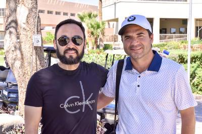 Irving y Víctor disfrutaron de un día practicando golf en las instalaciones del Campestre de Torreón.