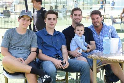 Diego, Andrés, Eduardo, Ricardo y Ricky Jr.