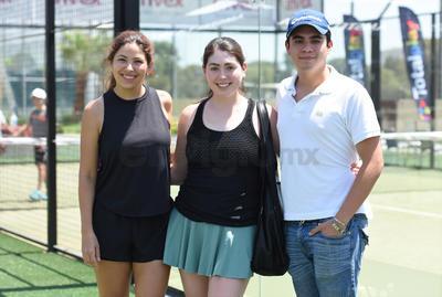 Luli Rovira, Valeria Campos y Medwyn Martínez.