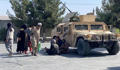 EUA bombardea objetivos del grupo Estado Islámico en Afganistán en represalia por atentado en aeropuerto