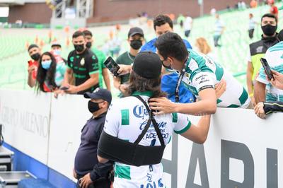 Carlos Acevedo vive su primer partido de Santos lesionado