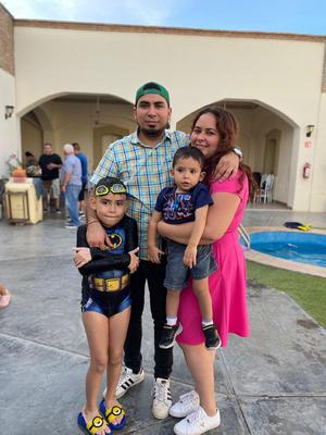 29082021 Celebrando el cumpleaños del niño Omar Segovia Barrios en compañia de sus papás, Omar y Cristina; también presente Santiago.