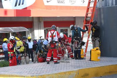 Realizan maniobras de rescate en simulacro del Teleférico de Torreón