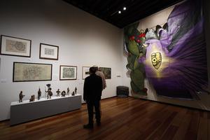 04092021 La exhibición incluye más de 55 piezas.