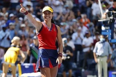 Emma Raducanu da la sorpresa en el Abierto de EUA al vencer a Belinda Bencic