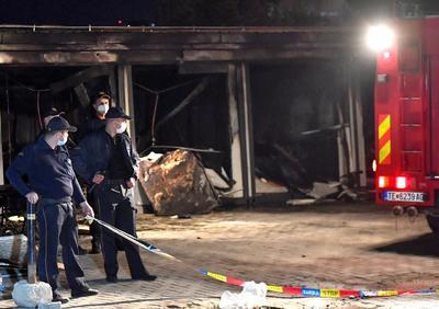 De momento no se sabe cuál es la causa del incendio, pero el primer ministro Zoran Zaev dijo en una publicación de Facebook que el fuego se produjo luego de una explosión en el sitio. No estaba claro qué causó la explosión, pero se conjeturaba la posible relación con los suministros de oxígeno.