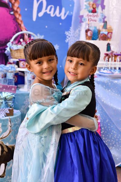 FESTEJO ENTRE HERMANAS. Paulina y Ana Sofía tuvieron una gran celebración al estilo Frozen