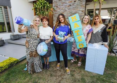 Valeria acompañada de Mirthala, Claudia,Tere y Mirthala
