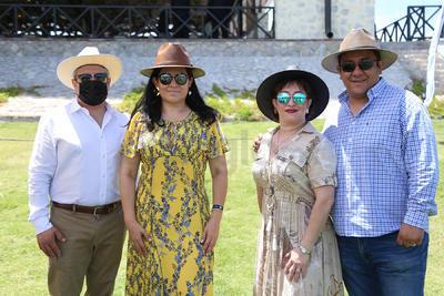 Luis Carlos, Patricia, Maricarmen y Víctor