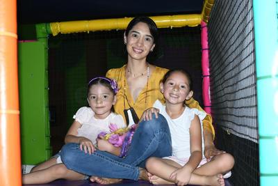 Loretta, Karla y Anaria