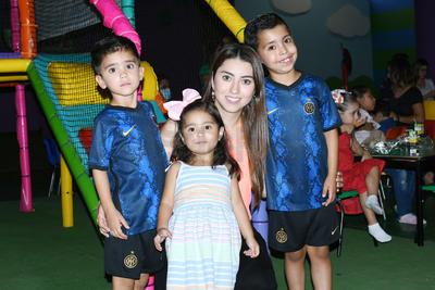 Matías, Aranza, Marcela y Luis Fermín