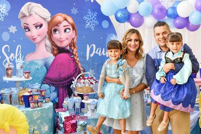 Roberto y Eloisa con Paulina y Ana Sofía Flores Valdez