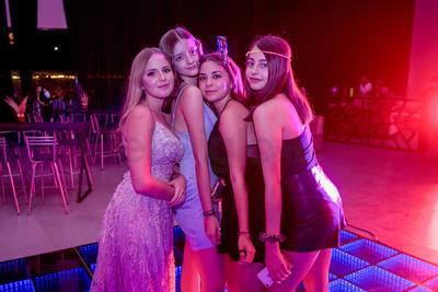 Isabella con sus mejores amigas