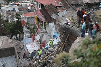 Edomex evacuará 80 viviendas tras derrumbe en cerro del Chiquihuite