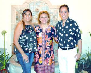 12092021 CELEBRANDO LA AMISTAD.  Iliana Lara, Frida Martínez y Paco Amozurrutia Carson.