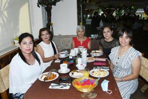 17092021 Silvia, Emma, Patricia, Rebeca y Pilar.