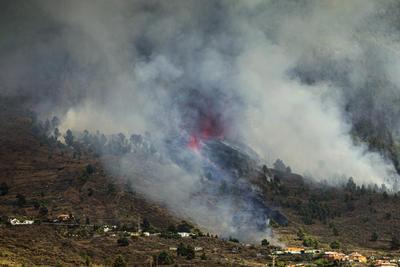 Volcán Cumbre Vieja ubicado en isla española de La Palma entra en erupción