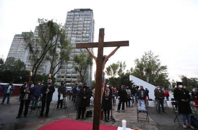 AMLO honra a víctimas de los sismos de 1985 y 2017 en la CDMX