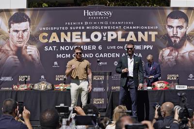 'Canelo' y Plant se lían a golpes en conferencia de prensa