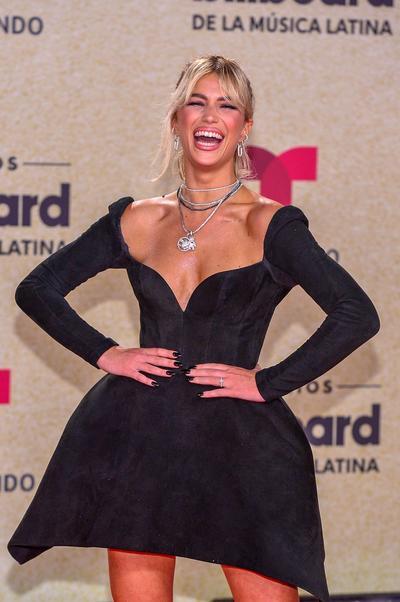 Camila Cabello y Natti Natasha se roban cámara en la alfombra roja de los Premios Billboard de la Música Latina
