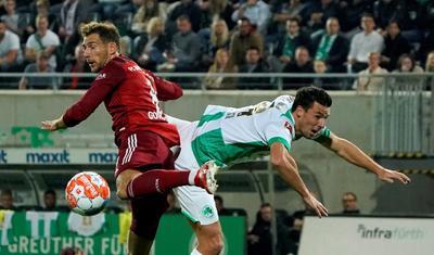 El Bayern se impone al Greuther Fürth jugando con diez más de cuarenta minutos